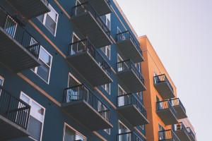 Żywica na balkon i taras — sprytna alternatywa płytek