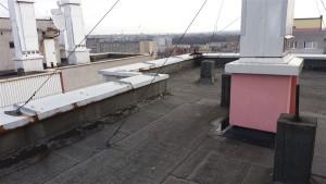 Dach papowy wymagający renowacji